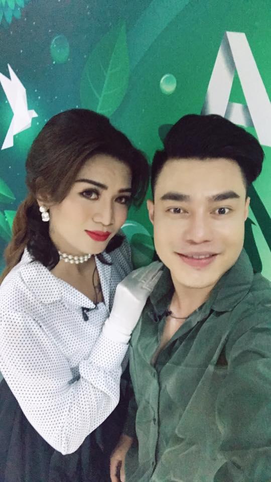 Hot girl - hot boy Việt 9/8: BB Trần lộ hậu trường make up 'siêu bá đạo'-2