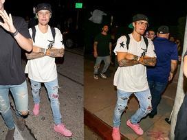 Giày của Justin Bieber chính xác là đôi giày hồng chất nhất hè này!