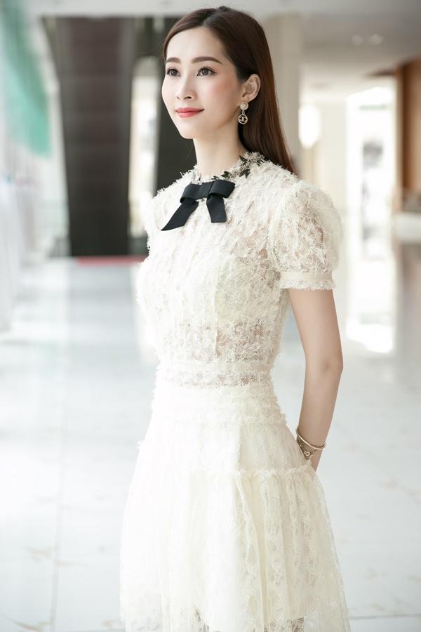 Hoa hậu Đặng Thu Thảo hấp dẫn vạn ánh nhìn dù ăn mặc giản dị-2