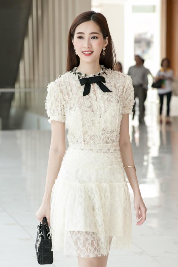 Hoa hậu Đặng Thu Thảo hấp dẫn vạn ánh nhìn dù ăn mặc giản dị-7