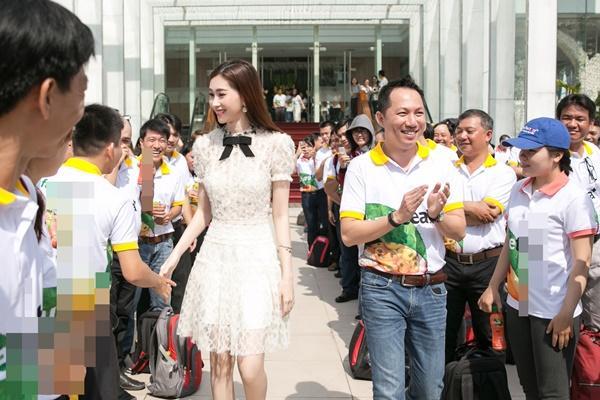 Hoa hậu Đặng Thu Thảo hấp dẫn vạn ánh nhìn dù ăn mặc giản dị-9