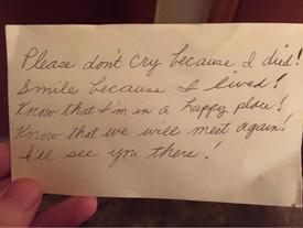 Sau khi vợ mất, cụ ông phát hiện lời nhắn nhủ giấu kín trong tấm chi phiếu và hiểu ra một điều