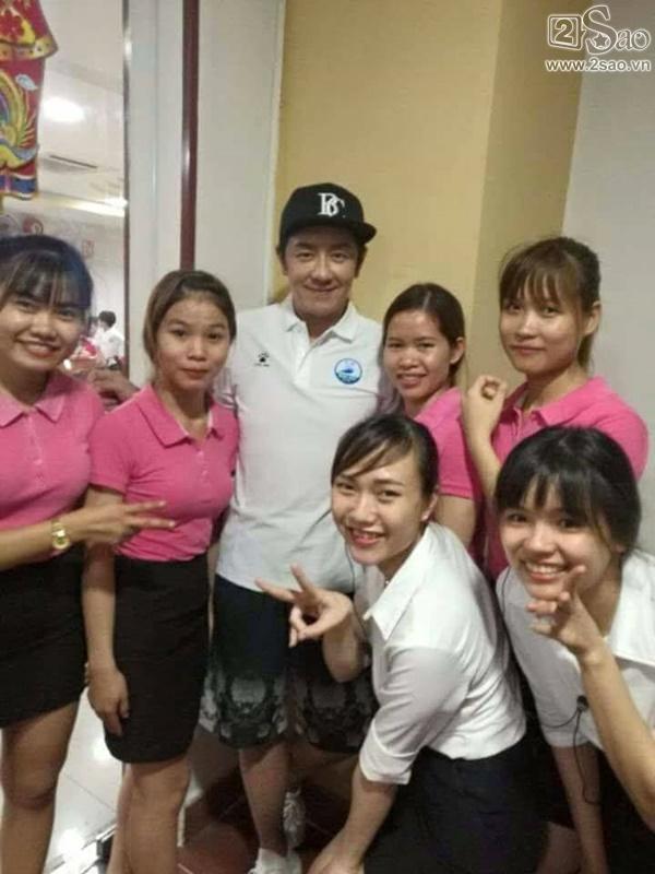 Fan Việt vui sướng được chụp ảnh cùng Trần Hạo Dân tại Đà Nẵng-3