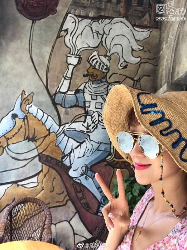 Fan Việt vui sướng được chụp ảnh cùng Trần Hạo Dân tại Đà Nẵng-13