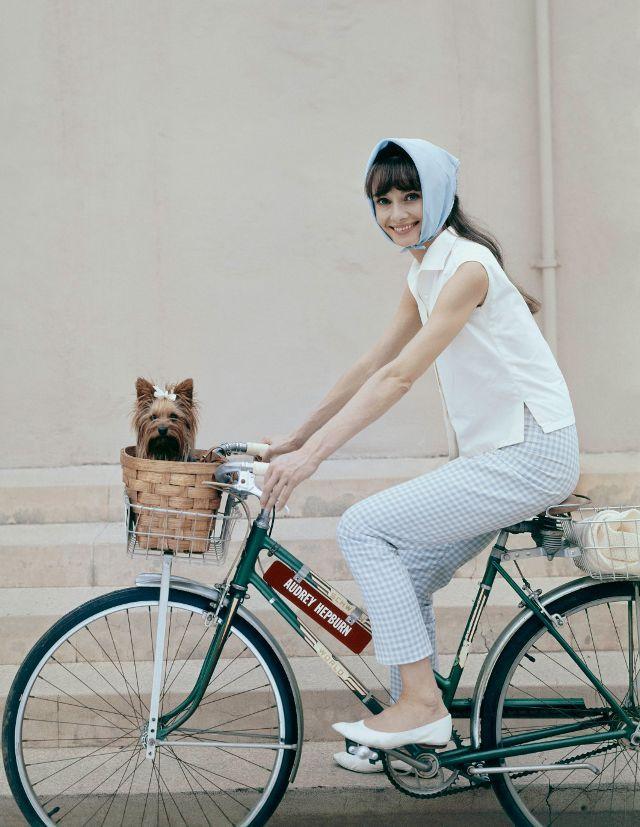 Biểu tượng thời trang Audrey Hepburn nói không với giày cao gót và bài học đáng quý cho phụ nữ-4