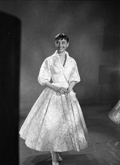Biểu tượng thời trang Audrey Hepburn nói không với giày cao gót và bài học đáng quý cho phụ nữ-8
