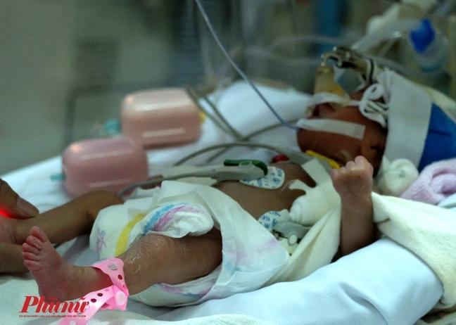 Bé gái vừa chào đời đã lên cơn nghiện ma túy-1