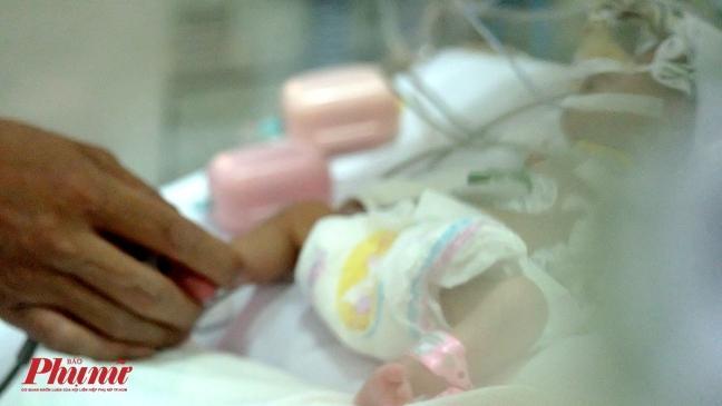 Bé gái vừa chào đời đã lên cơn nghiện ma túy-3