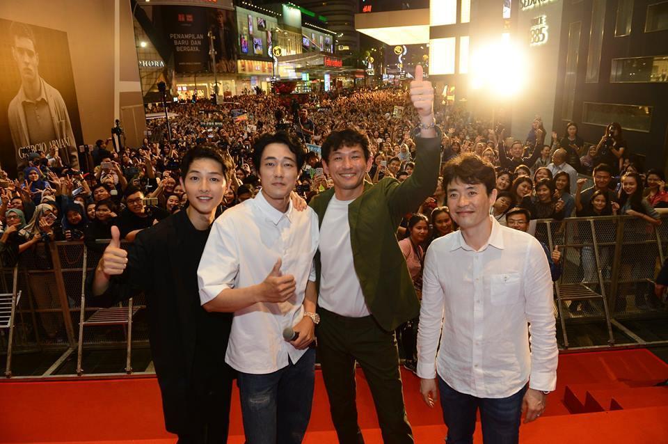 10.000 người chen chúc để ngắm nhìn Song Joong Ki bằng xương bằng thịt-1