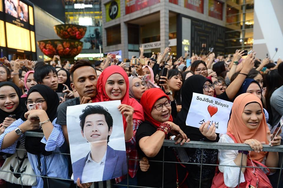 10.000 người chen chúc để ngắm nhìn Song Joong Ki bằng xương bằng thịt-4