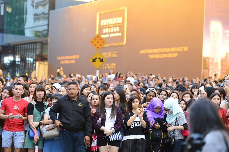 10.000 người chen chúc để ngắm nhìn Song Joong Ki bằng xương bằng thịt-5