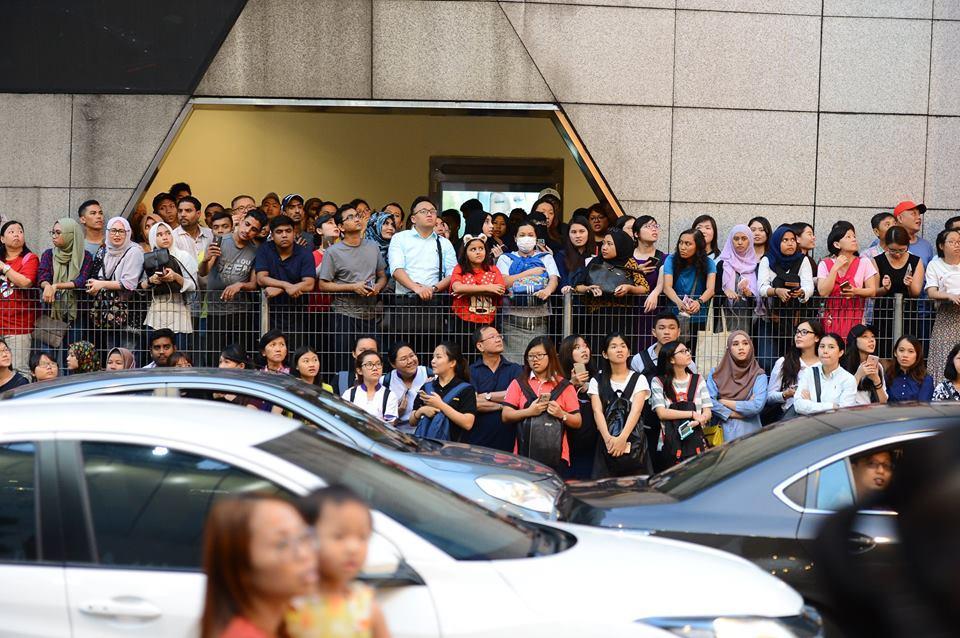 10.000 người chen chúc để ngắm nhìn Song Joong Ki bằng xương bằng thịt-6