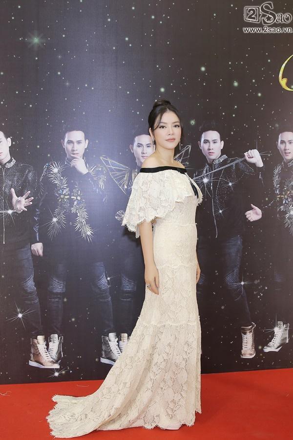Lý Nhã Kỳ diện lại váy 2 tỷ đồng đến chúc mừng Nguyên Vũ-3