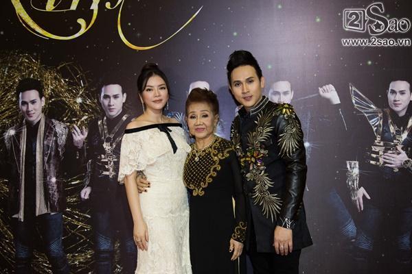 Lý Nhã Kỳ diện lại váy 2 tỷ đồng đến chúc mừng Nguyên Vũ-7