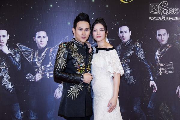 Lý Nhã Kỳ diện lại váy 2 tỷ đồng đến chúc mừng Nguyên Vũ-9