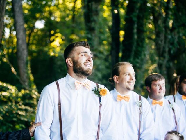 '1001' biểu cảm của chú rể khi nhìn thấy cô dâu bước vào lễ đường, dàn phù rể không thể nhịn cười-1