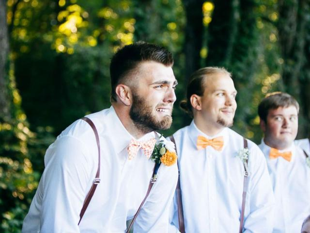 '1001' biểu cảm của chú rể khi nhìn thấy cô dâu bước vào lễ đường, dàn phù rể không thể nhịn cười-4