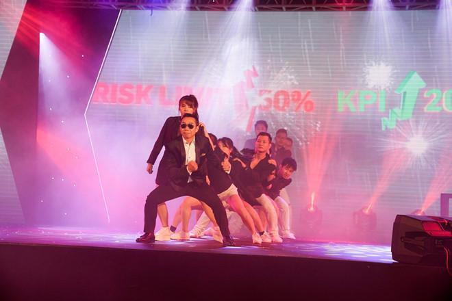 Đừng tưởng U20 mới dẻo dai, dancer U60 khiến dân tình phát cuồng với vũ điệu điêu luyện-1