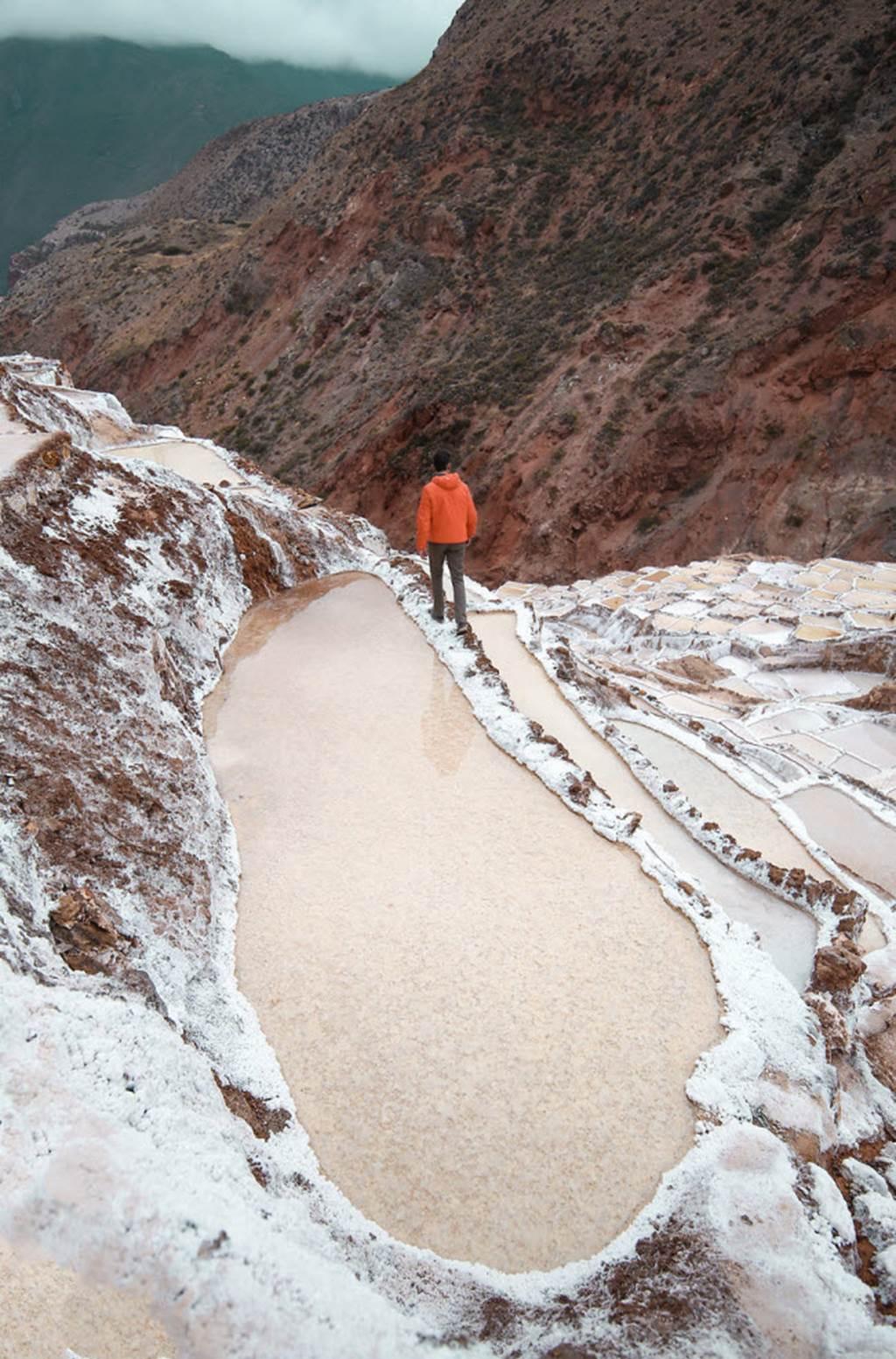 Hồ muối bậc thang đẹp lạ kỳ, ngỡ như hành tinh khác-6