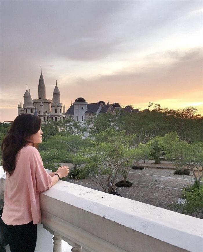 Giới trẻ Việt sốt 'rần rần' trước trường phù thủy Hogwarts - Đại học Võ Trường Toản-2