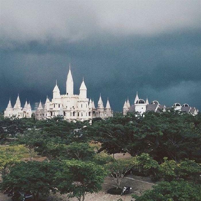 Giới trẻ Việt sốt 'rần rần' trước trường phù thủy Hogwarts - Đại học Võ Trường Toản-3