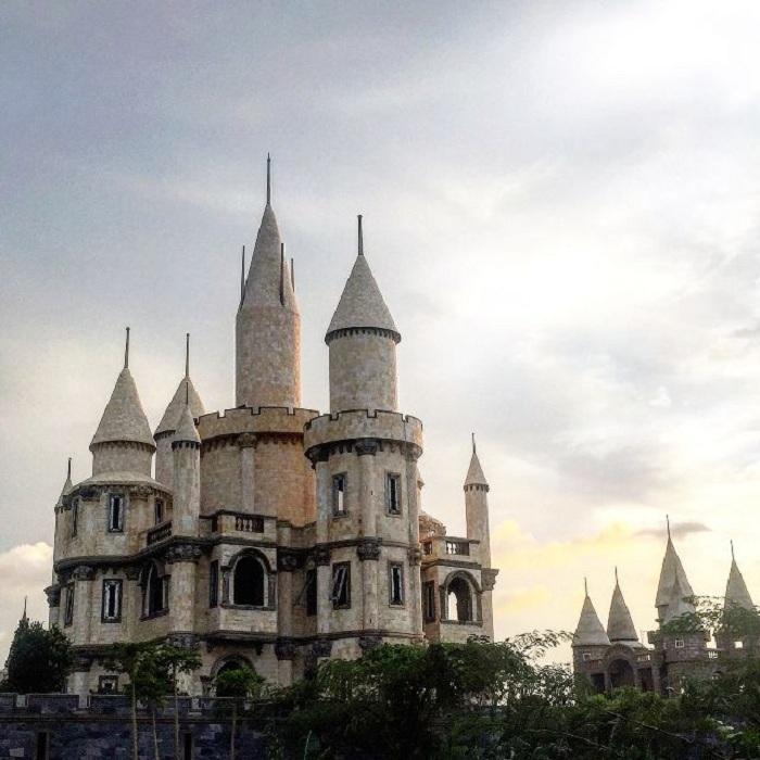 Giới trẻ Việt sốt 'rần rần' trước trường phù thủy Hogwarts - Đại học Võ Trường Toản-4