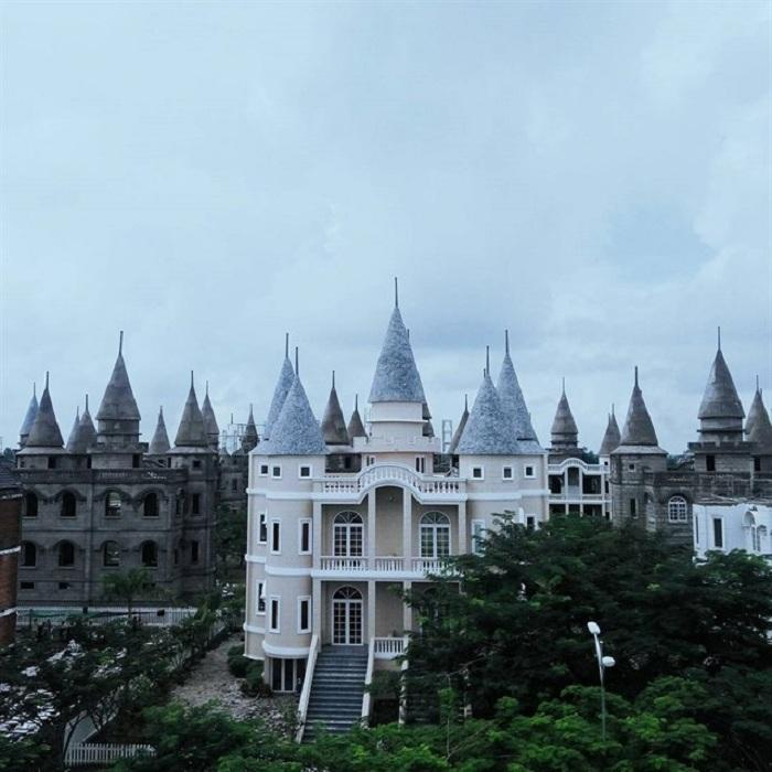 Giới trẻ Việt sốt 'rần rần' trước trường phù thủy Hogwarts - Đại học Võ Trường Toản-5