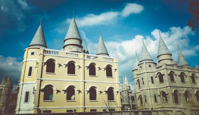 Giới trẻ Việt sốt 'rần rần' trước trường phù thủy Hogwarts - Đại học Võ Trường Toản-8