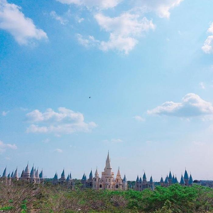 Giới trẻ Việt sốt 'rần rần' trước trường phù thủy Hogwarts - Đại học Võ Trường Toản-10