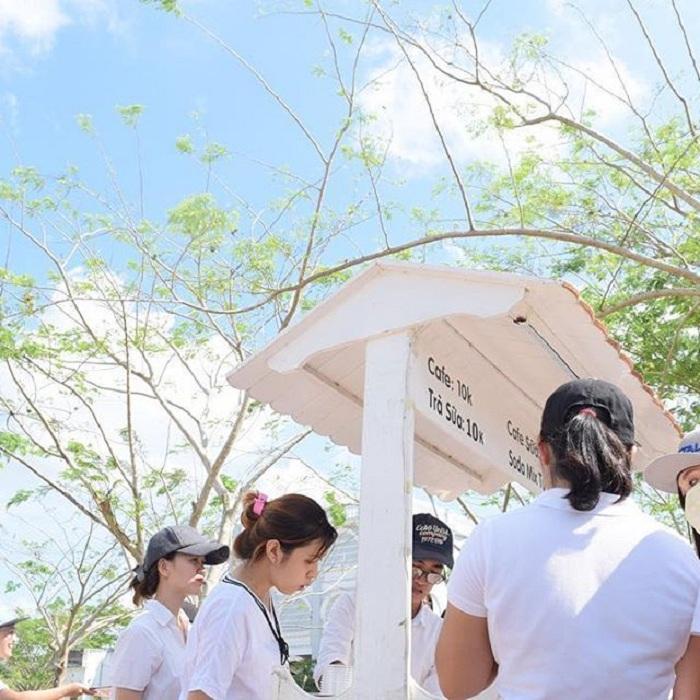 Giới trẻ Việt sốt 'rần rần' trước trường phù thủy Hogwarts - Đại học Võ Trường Toản-11