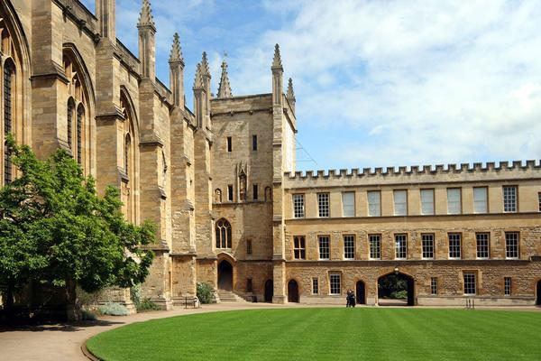 Ngắm nhìn những trường Đại học đẹp ngỡ ngàng như bước ra từ chuyện cổ tích-1