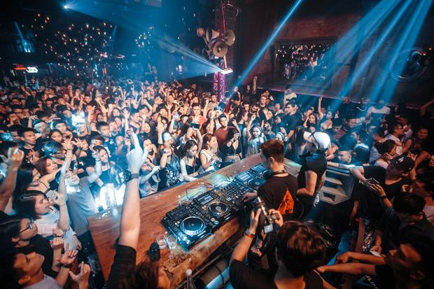 Xóa tin đồn chia tay, Tóc Tiên nhảy cuồng nhiệt trong đêm nhạc của Hoàng Touliver-10