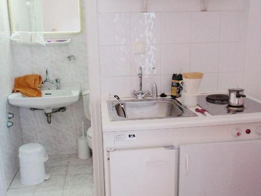 Nhà vệ sinh mà để thế này bảo sao vợ chồng hay bất hoà làm ăn ngày càng lụi bại lại hay ốm đau-1