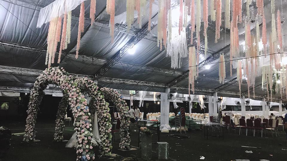 Hé lộ không gian tiệc cưới ngập sắc hoa của anh trai Bảo Thy và vợ hot girl-1