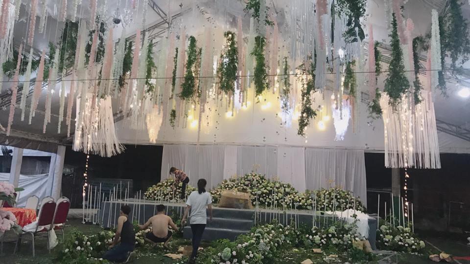 Hé lộ không gian tiệc cưới ngập sắc hoa của anh trai Bảo Thy và vợ hot girl-3