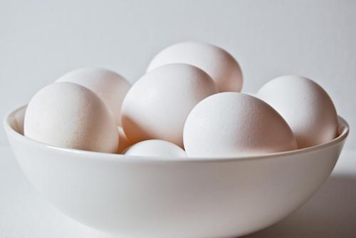 Cách phân biệt trứng gà mới và cũ-1