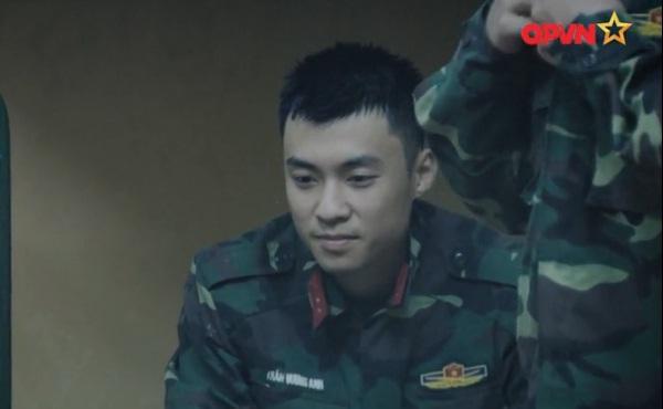 Huy Cung giật nảy người khi bắn súng khiến Khắc Việt cười 'không ngậm được miệng'-1