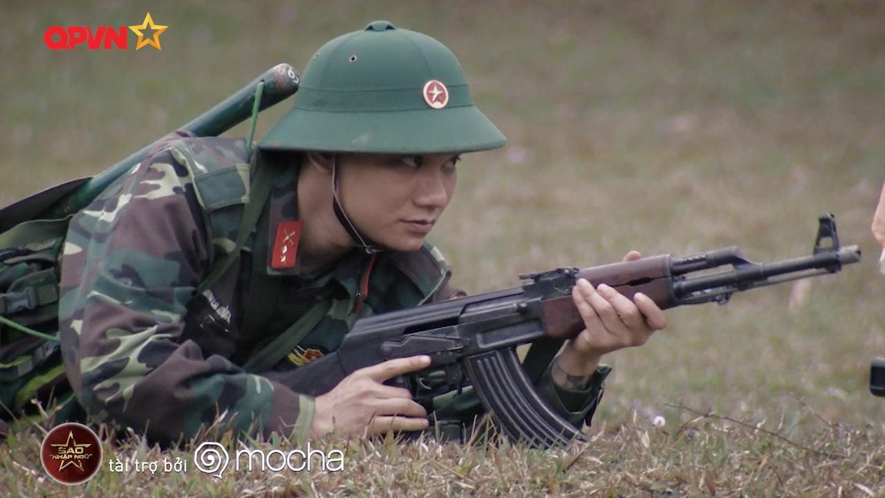 Huy Cung giật nảy người khi bắn súng khiến Khắc Việt cười 'không ngậm được miệng'-6