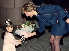 Công nương Diana không bao giờ đeo găng tay và đây là lý do