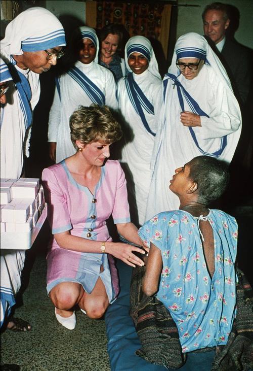 Công nương Diana không bao giờ đeo găng tay và đây là lý do-2