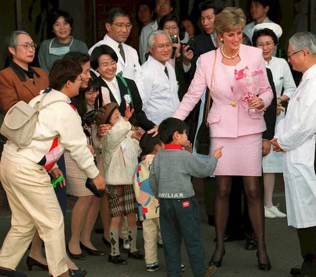 Công nương Diana không bao giờ đeo găng tay và đây là lý do-4