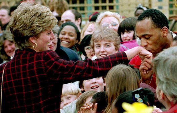 Công nương Diana không bao giờ đeo găng tay và đây là lý do-5