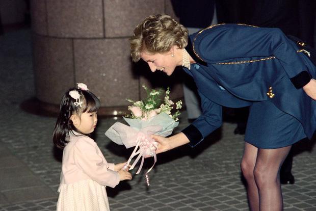 Công nương Diana không bao giờ đeo găng tay và đây là lý do-7