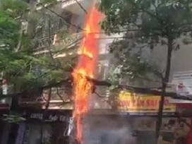 Hà Nội: Cột điện 'cháy nổ như pháo hoa' do hệ thống dây viễn thông