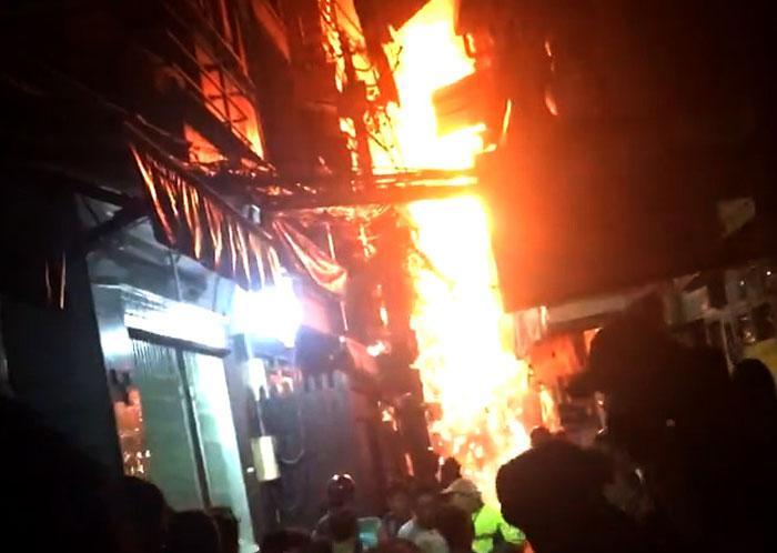 Cháy ở phố Tây Sài Gòn, du khách nháo nhào tháo chạy-1
