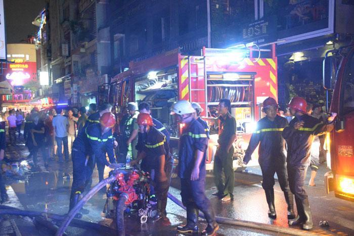 Cháy ở phố Tây Sài Gòn, du khách nháo nhào tháo chạy-3