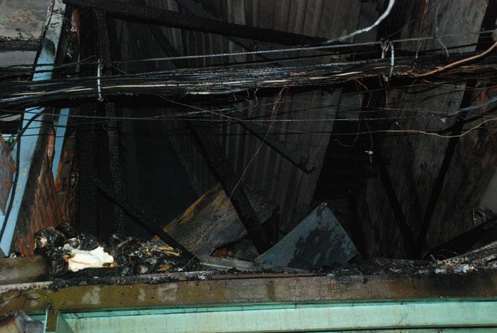 Cháy ở phố Tây Sài Gòn, du khách nháo nhào tháo chạy-4