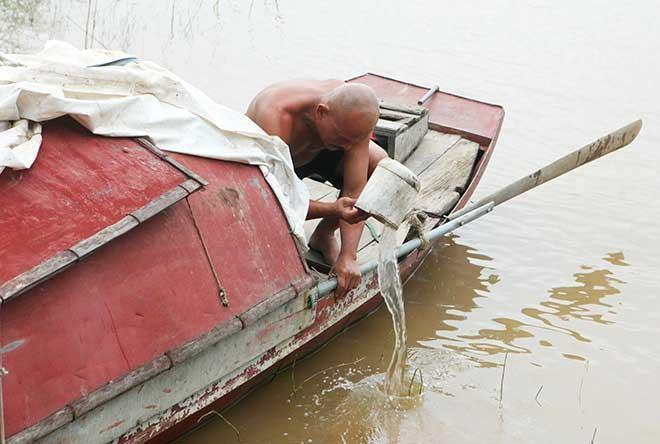Kí ức đau lòng của người vớt 600 xác chết trên sông Hồng-2