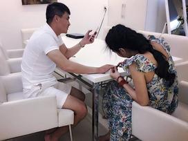Tin sao Việt 13/8: Thủy Tiên cắt tỉa móng tay cho ông xã Công Vinh