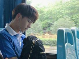 Đã đẹp trai thì ngủ quên trên xe bus như anh chàng này cũng thành 'cực phẩm'!